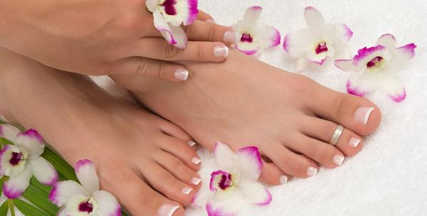 Manikura, lakiranje, pedikura, masaža, piling ruku i stopala
