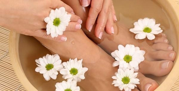 Manikura, lakiranje, pedikura, masaža, piling ruku i stopala - slika 2